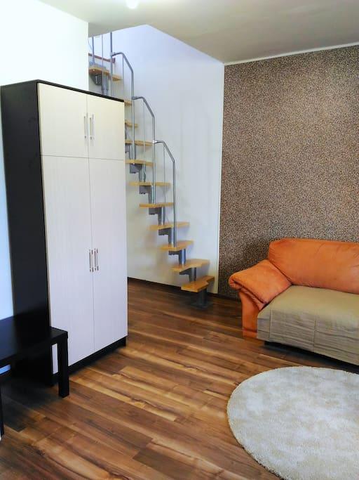 Гардеробная, лестница на 2-й этаж