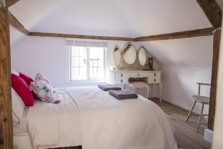 Cosy double bedroom near Arundel & Goodwood