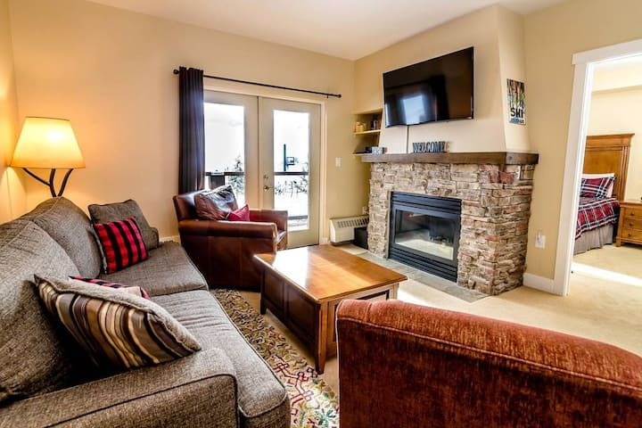 New!!! The Base Camp - Lux Ski-in/out 2bd/2ba Condo w/ AC