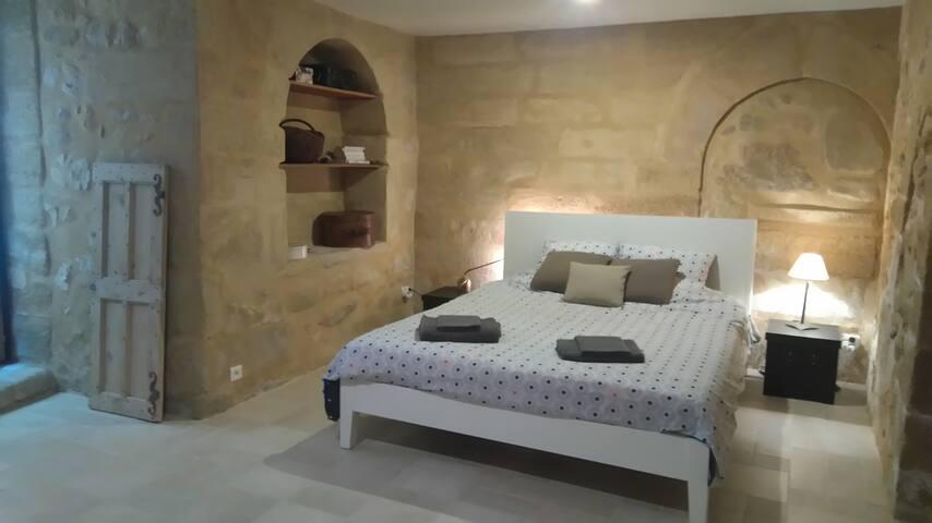 Maison de village atypique proche d'Avignon