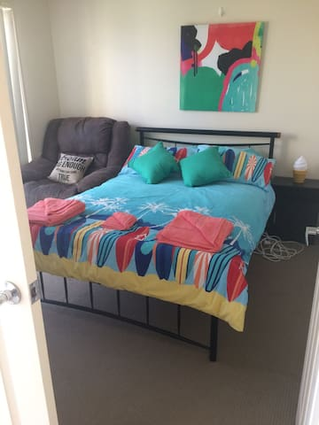 Private Room with Double Bed - Oxenford - House
