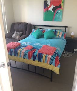Private Room with Double Bed - Oxenford