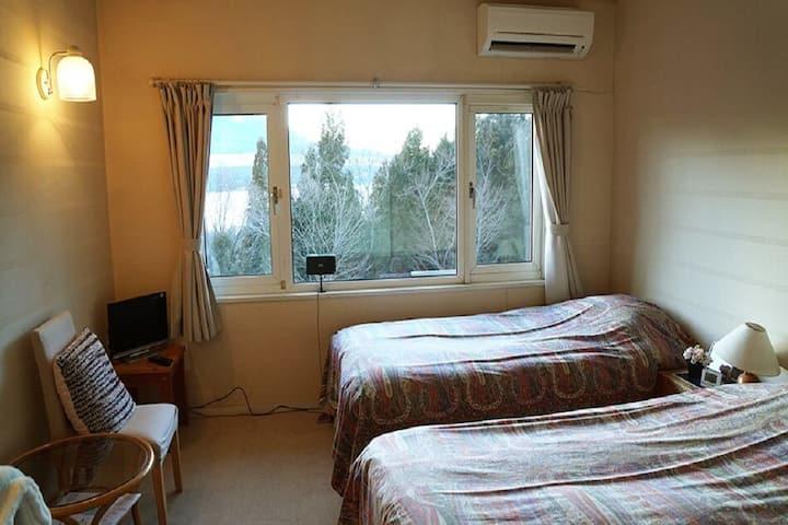 Twin Bedroom/Mt. Fuji, Lake Yamanaka view!