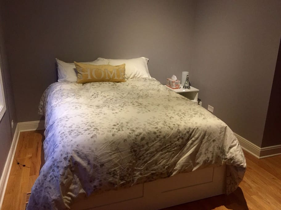 Full size bed with memory foam mattress