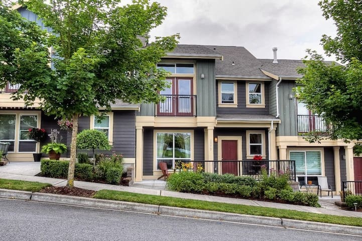 Issaquah Highlands Townhouse
