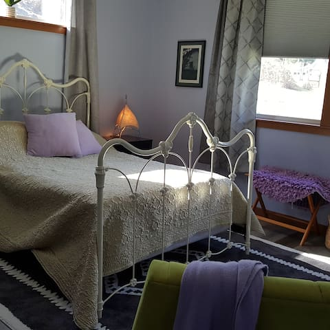 Private, quiet, comfortable room with queen size bed.