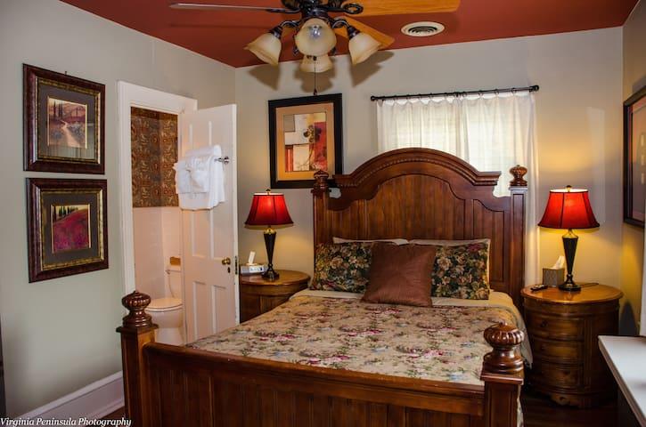 Williamsburg Manor - Benjamin Powell House Room