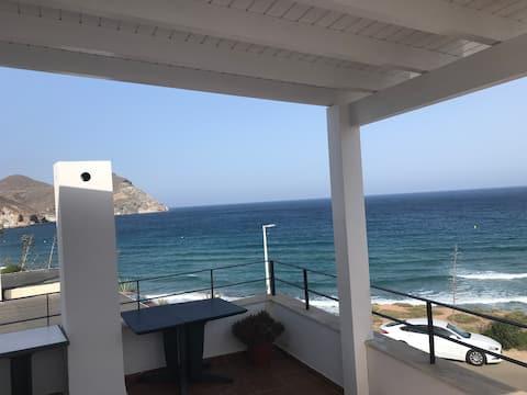 Casa con vistas cerca de la playa.