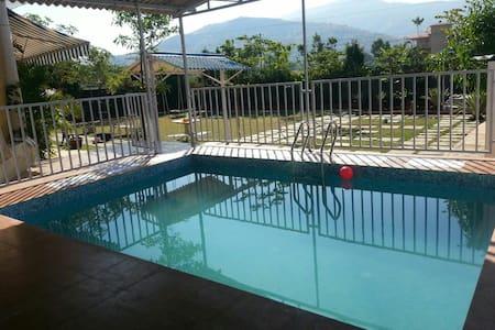 Bungloguru-Lovely 4bhk private pool & garden villa - Lonavala