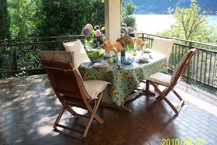 Lake front,Como Brigida sleeps 10 with parking
