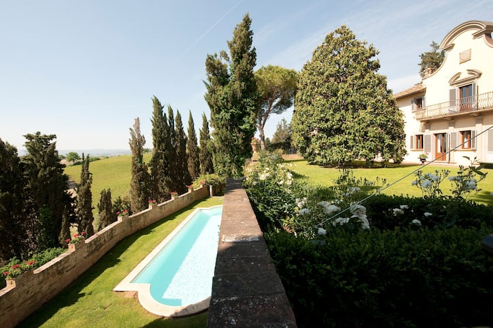 Fabulous castle in the Chianti, 30 km to Florence