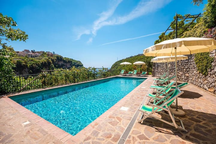 appartment and pool in the hearth of Amalfi coast