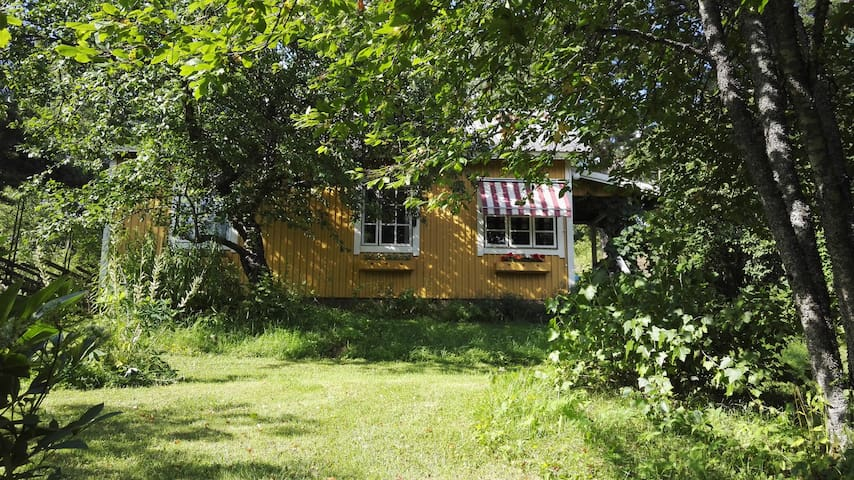 Charming cottage in a village. Close to Helsinki.