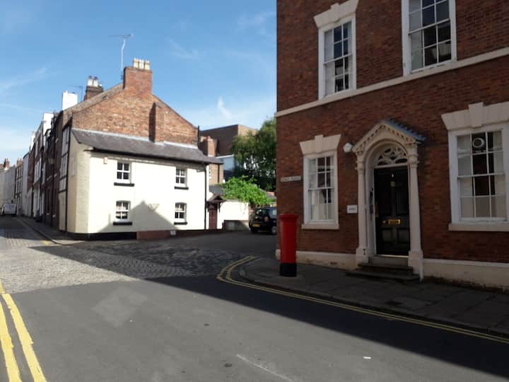 Roman Walls Cottage, City Centre. Free Parking