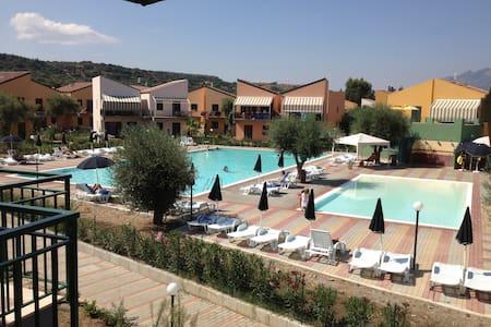 """Appartamento in """"Villaggio Centopini"""" - Campofelice di Roccella"""