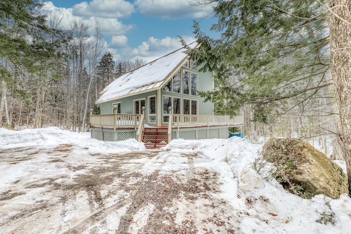 Lovely dog-friendly home with fireplace, Ping-Pong table, deck, and forest views