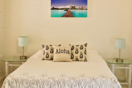 Kahala Beach-Cozy Private Cottage-Walk to the Bch-