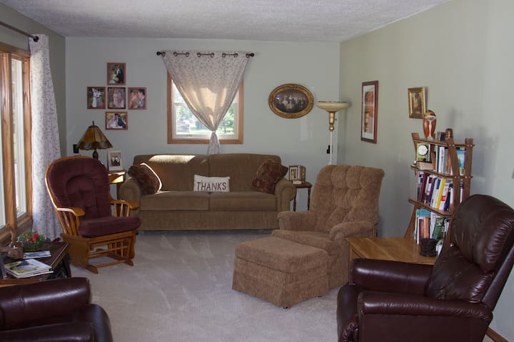 Quiet and Comfortable 2 Bedroom Home
