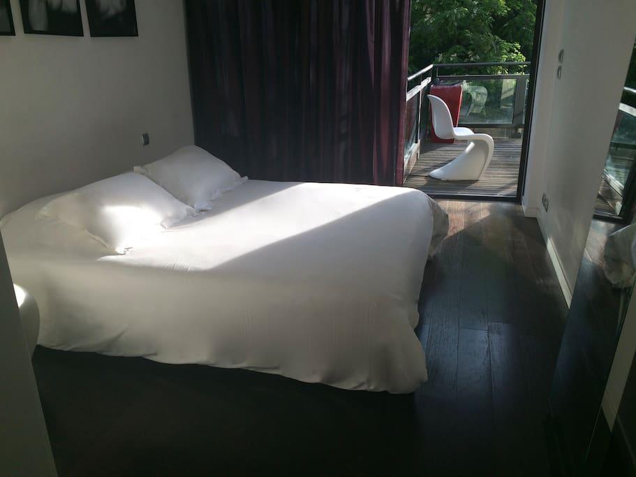 La chambre et sa terrasse privative à l'étage
