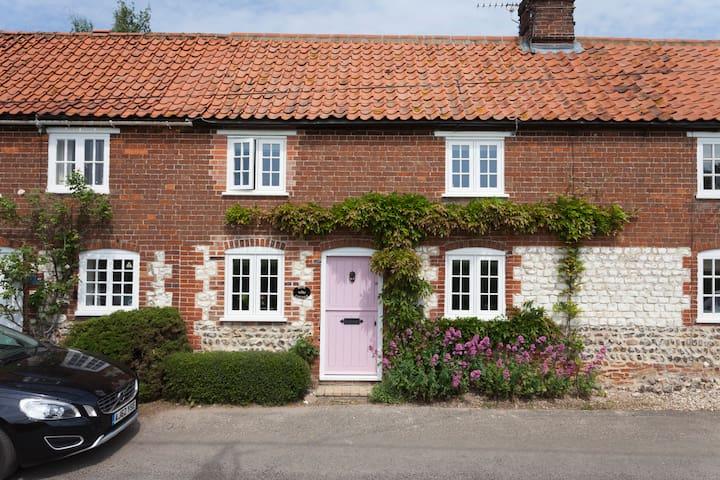 Rose Cottage - 2 Bed, 2 Bath, Large Private Garden