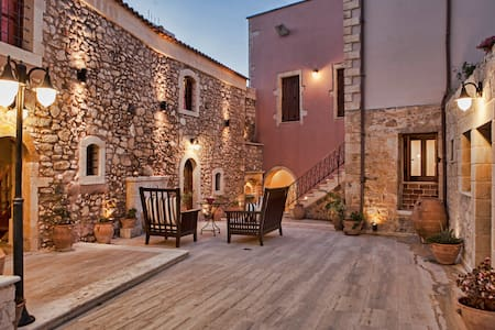 S2【BEST PRICE】Private Home*Kitchen*WiFi*Parking - Skouloufia Rethymno Crete - Şehir evi