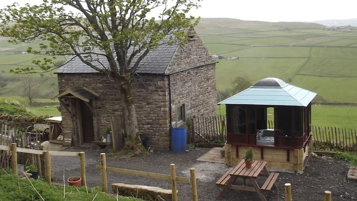 CROFTERS COTTAGE 24/7 HOTTUB ALL WEATHER SOLE USE