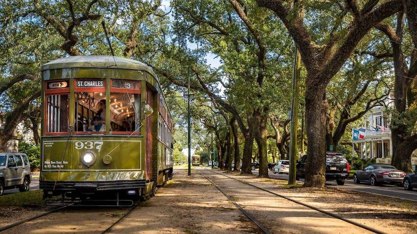 Walk to Magazine St, Garden District & Streetcar!