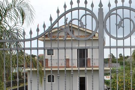 Villa elegante a 1 km da Stazzo - Acireale