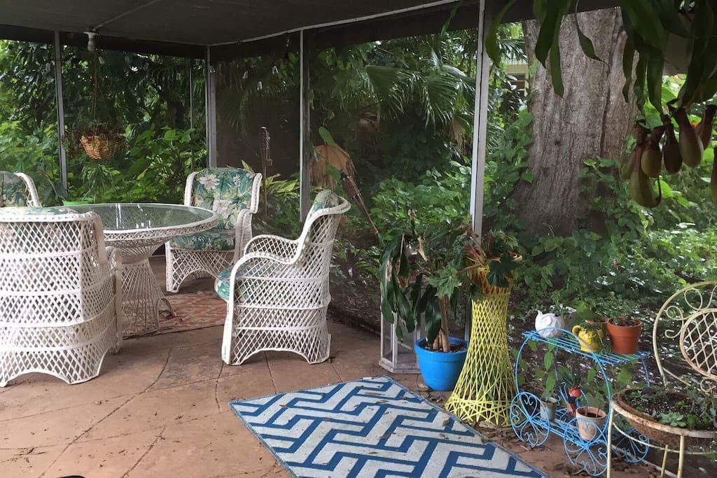Screened in lanai with lounging area