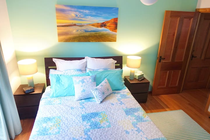 Private Coastal Room - inc Light Breakfast - Maroochydore - Dom
