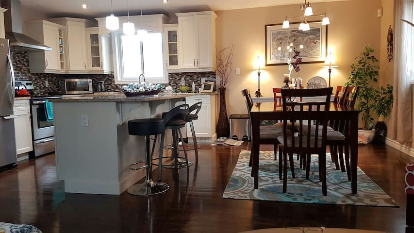Double bed - private room - Kitchener - Casa