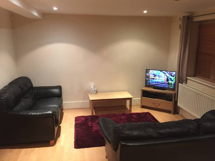 Cosy 2 bed apartment near the city centre