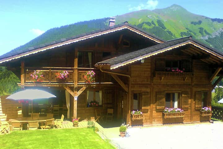 Luxieuze Chalet near the center of Morzine with sauna and hot tub