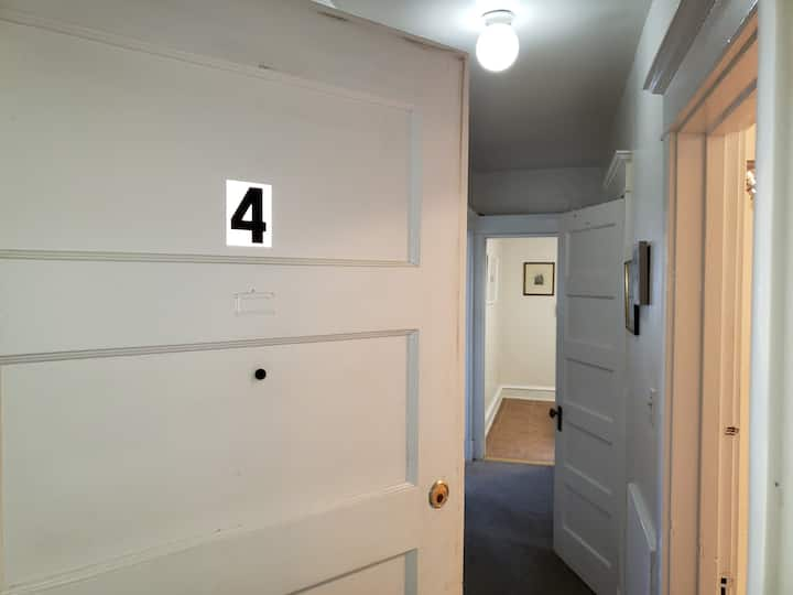 Private 1B Apt Bryn Mawr Third Floor Rear Apt #4