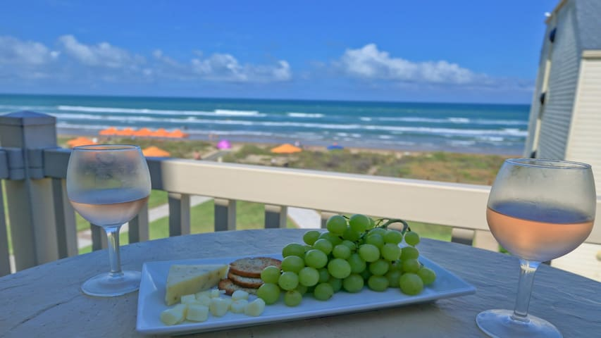 Hear the waves! 3 beachfront balconies. Beautiful and fully equipped condo