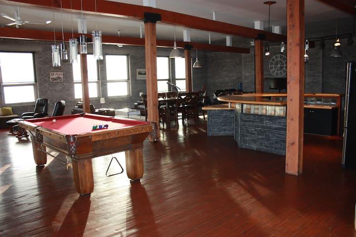 Luxury Penthouse Condo - Warehouse District