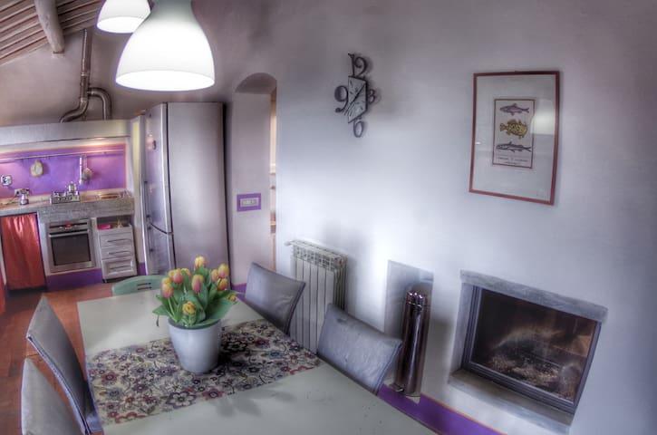 Tuscany hill village with sea view - Castagneto Carducci - Apartamento