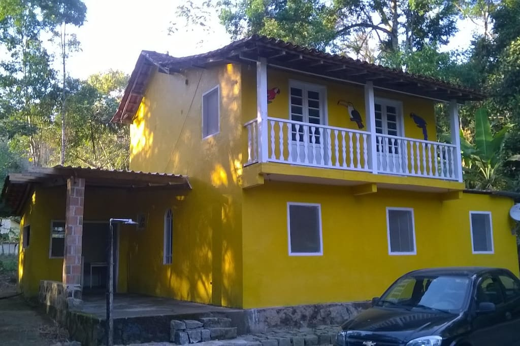 Vista frontal da casa de Paraty no bairro da Graúna.