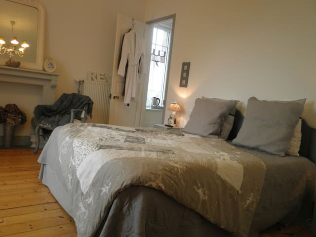 CHATEAU BILY Bed and Breakfast - Côtes-d'Armor - ที่พักพร้อมอาหารเช้า
