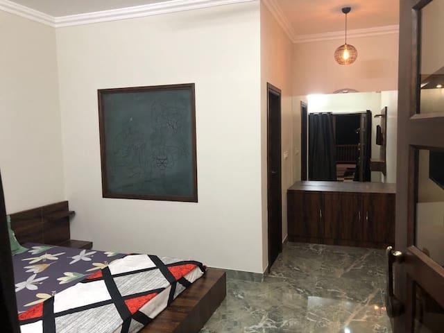 QUEEN'S ROOM IN Hotel Pinaki