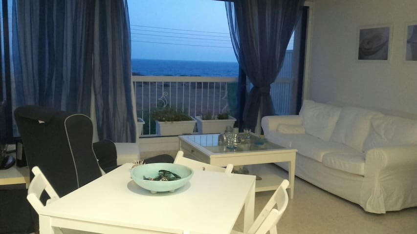 Amazing sea-views, 1 bedroom flat, 300m from beach - Zygi, 7739 Larnaca