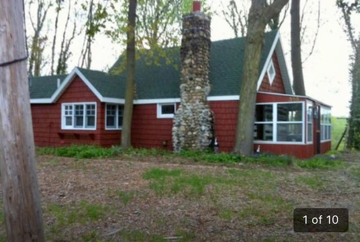 CHARMING 2 BEDROOM RIVERFRONT CABIN - Berrien Springs - House