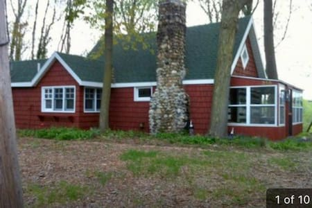 CHARMING 2 BED RIVERFRONT CABIN - Berrien Springs - Hus
