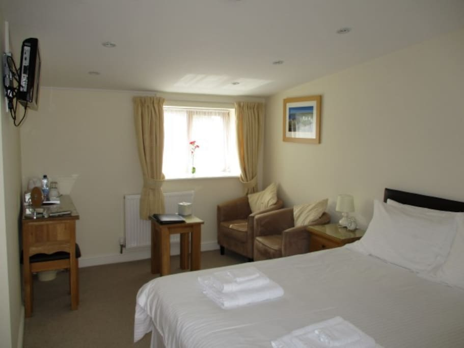 Room 3: Aberdaron - Double room with seating area