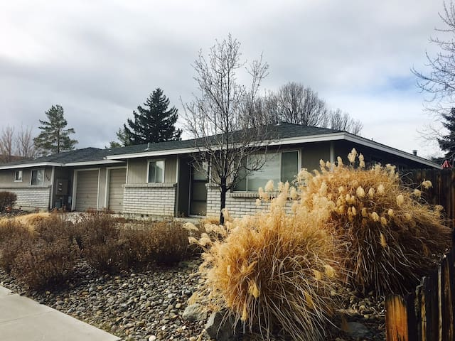 Comfortable 2/2 duplex unit - centrally located! - Carson City