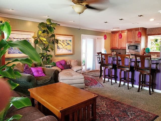Colorful Home in Best Location! Private,Quiet,HBO+