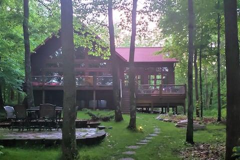 Elegant/Quiet Retreat on Private 2.5 Acre lot