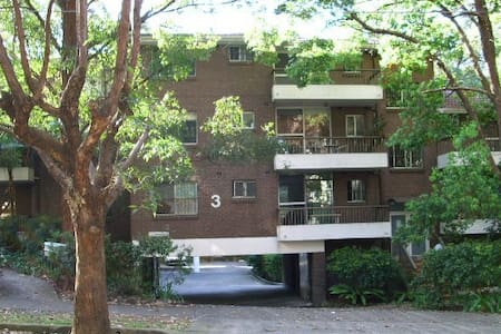 Tree top two bedroom unit on Lower North Shore - Daire