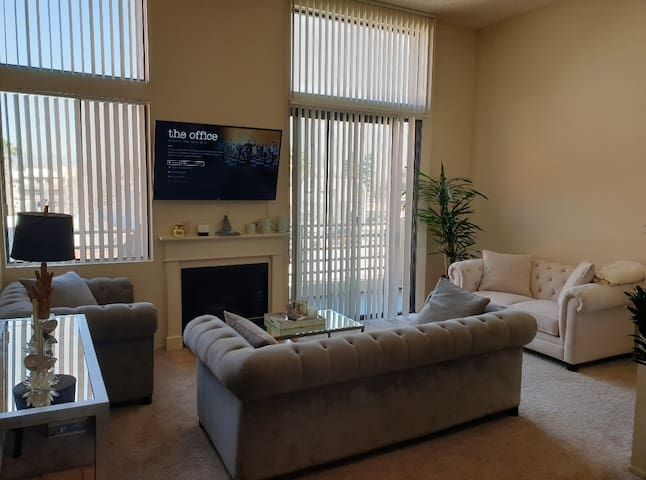 2BR/2BH SHERMAN OAKS PRIME SOUTH OF VENTURA BLVD!