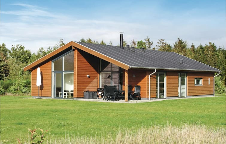 Holiday cottage with 3 bedrooms on 130 m² in Højslev
